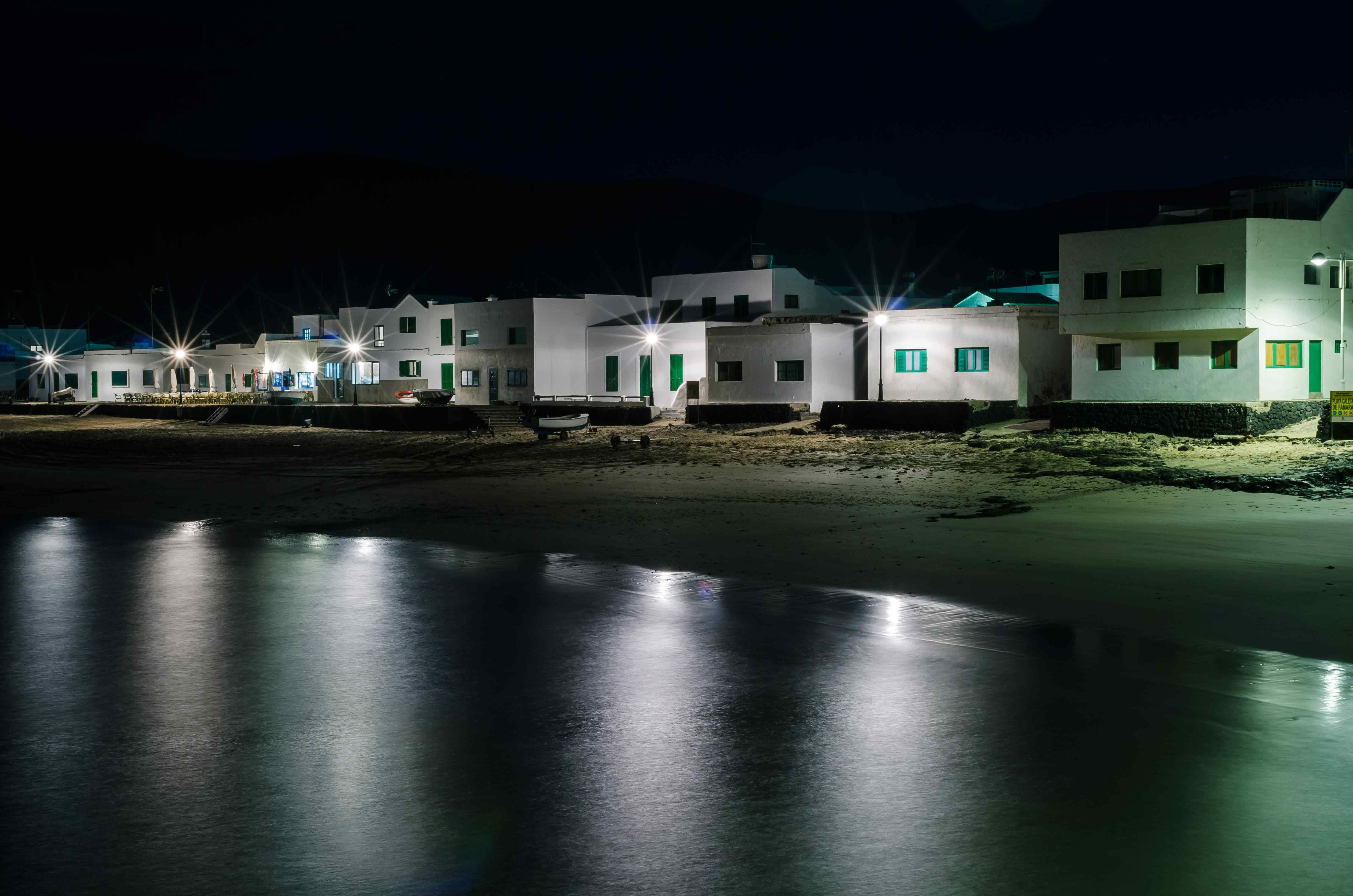 Casas blancas, mar negro