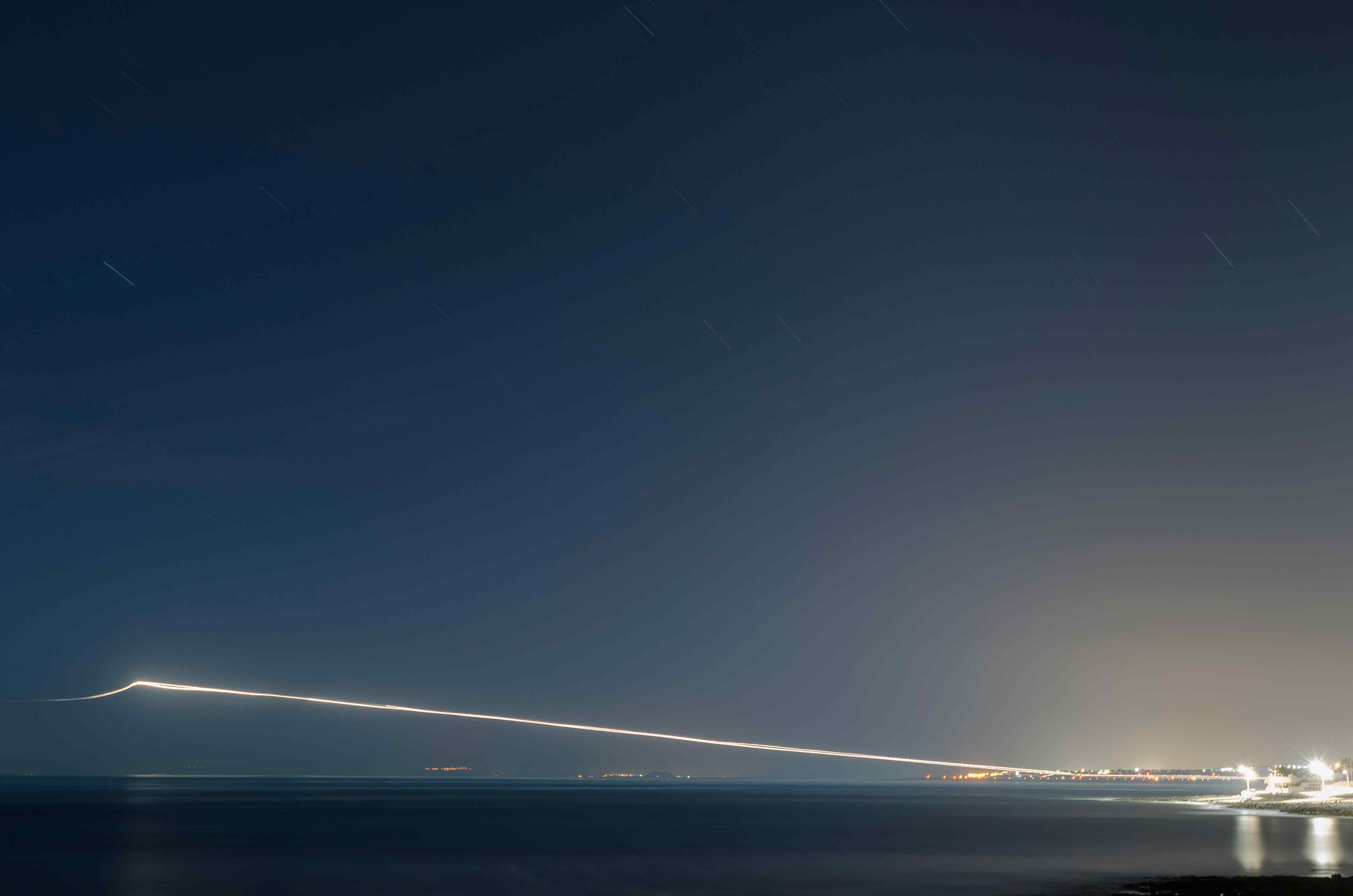 Un hilo suspendido sobre el mar